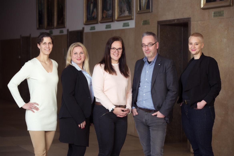 Carolin Küchle, Betina Weber, Dr. Sabrina Reich, Kanzler Jan Gerken und Dr. Sabrina Keit (v.l.n.r.)