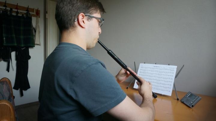 Max Beck plays a practice chanter. (c) Max Beck