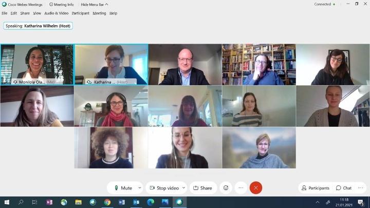 Freudige Gesichter der 13 Anwesenden beim Projektstart. Das digitale Format konnte der Begeisterung über die zukünftige Zusammenarbeit keinen Abbruch tun.