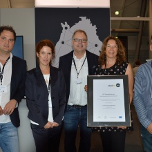 Dieses Bild zeigt The TTI receives an award and funding to the amount of 702,696 euros for long-term service, from the Ministry of Economic Affairs, Labor and Housing Baden-Württemberg (pictured, Edith Schmitt with the certificate and her colleagues from TTI).