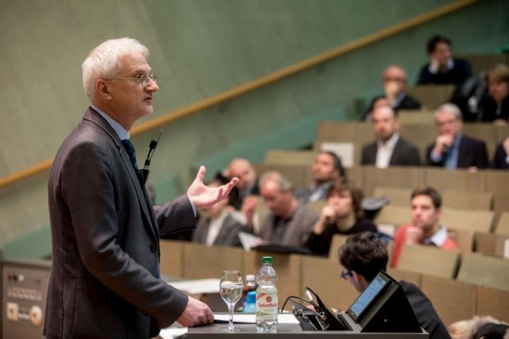 Prof. Thomas Ertl, Prorektor für Forschung und Wissenschaftlichen Nachwuchs. (c)