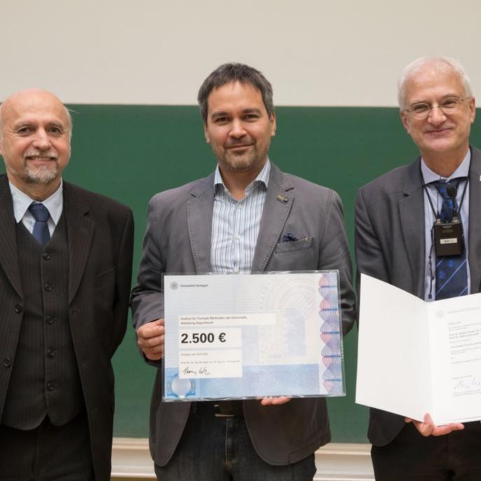v.l.n.r.: Prof. Manfred Berroth (Dekan Fakultät 5), Preisträger Prof. Stefan Funke, Prof. Thomas Ertl