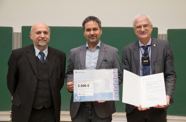 v.l.n.r.: Prof. Manfred Berroth (Dekan Fakultät 5), Preisträger Prof. Stefan Funke, Prof. Thomas Ertl (c)