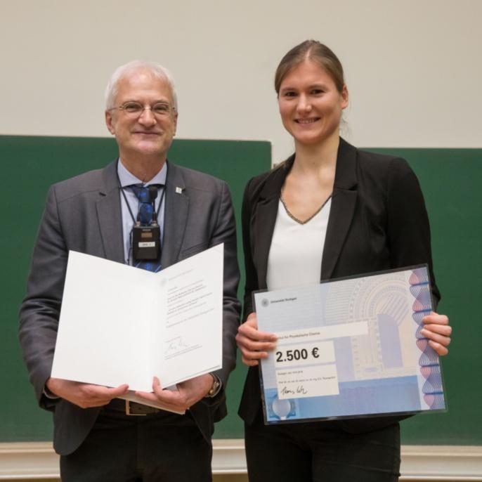 Prof. Thomas Ertl und Preisträgerin Clarissa Dietrich (Fakultät 3)