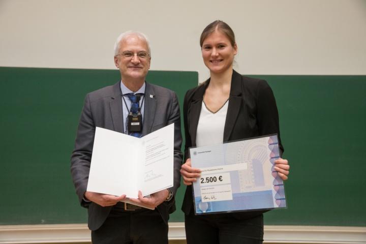 Prof. Thomas Ertl und Preisträgerin Clarissa Dietrich (Fakultät 3) (c)