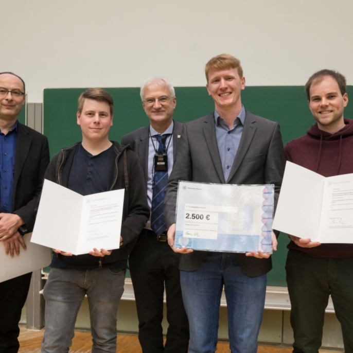 v.l.n.r.: Prof. Rohde (Dekan Faktultät 8), Fabian Böttcher, Prof. Thomas Ertl, Matthias Schmitt und Matthias Wenzel
