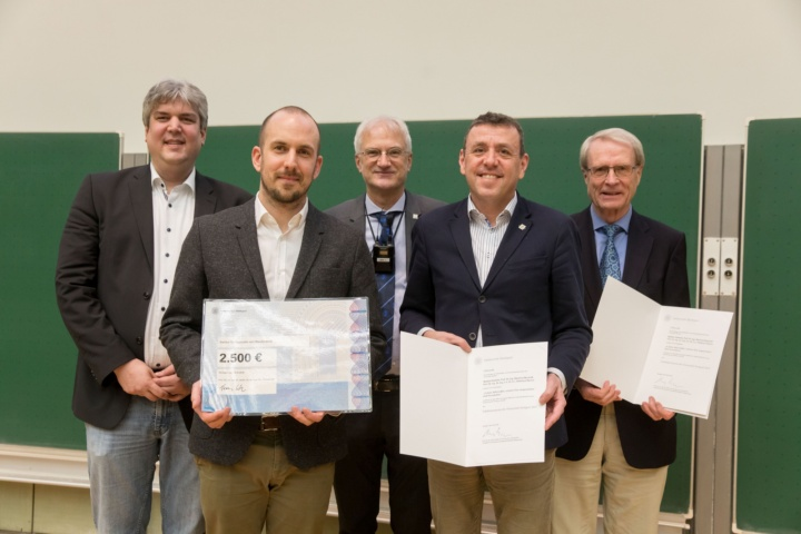 v.l.n.r.: Prof. Oliver Röhrle (Prodekan Fakultät 2), Bastian Oesterle, Prof. Thomas Ertl, Prof. Manfred Bischoff und Prof. Ekkehard Ramm (c)