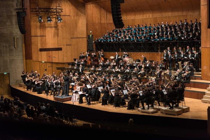 Das Stuttgarter Publikum zeigte sich begeistert. Alle Mitwirkenden wurden mit tosendem Applaus bedacht. (c) Kovalenko