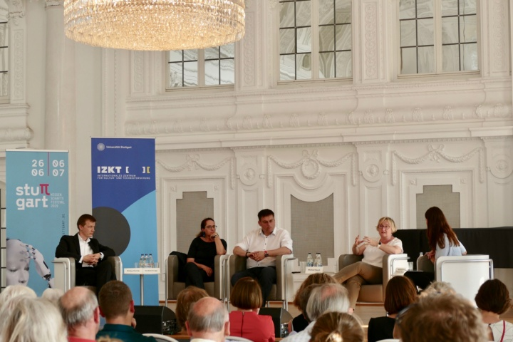 On the podium (from left to right): Prof. Philipp Hennig, Prof. Cordula Kropp, Prof. Michael Resch, Theresia Bauer and moderator Anja Lange. (c)