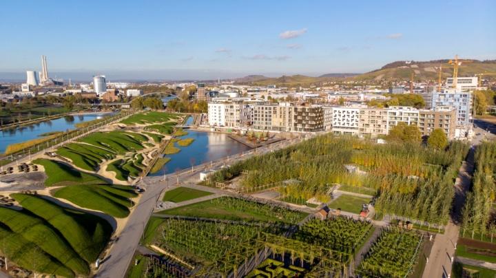 Auf der Sommerinsel (links im Bild) entstehen die beiden innovativen Pavillons. (c) Bundesgartenschau Heilbronn 2019 GmbH
