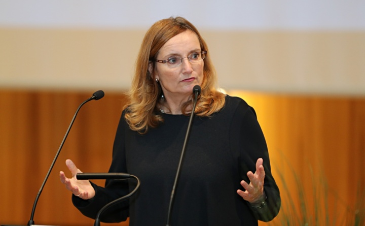 Isabel Fezer, Stuttgarter Bürgermeisterin für Jugend und Bildung.   (c) SBTH / Franziska Kraufmann