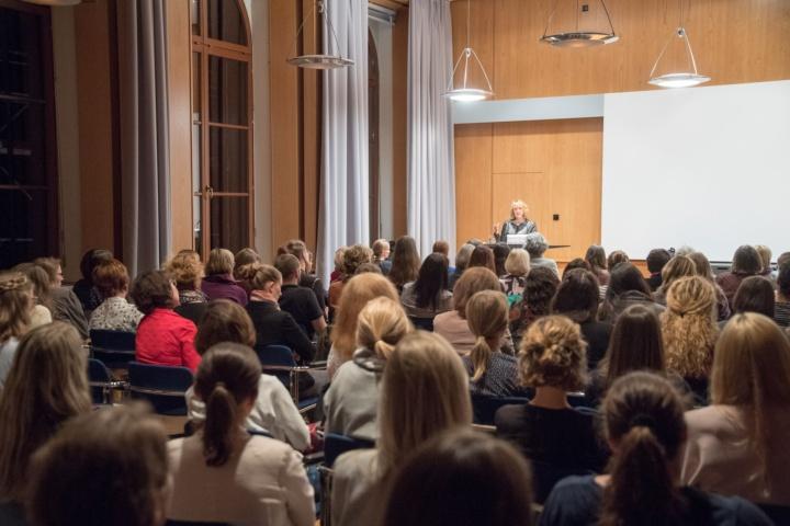Viele interessierte Frauen besuchten die Veranstaltung im Rahmen der Frauenwirtschaftstage an der Uni Stuttgart. (c) Martin Stollberg