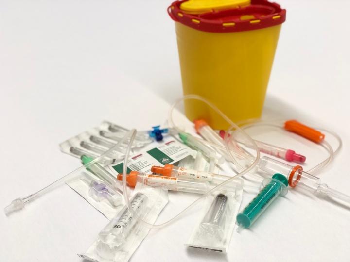 Häufig verwendete Blutabnahmeprodukte.  (c) IMT