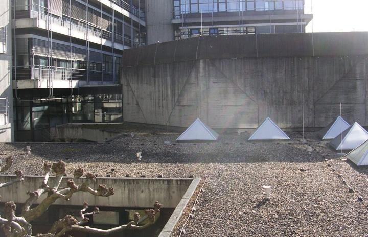 Dachbereich vom Pfaffenwaldring 7. (c)