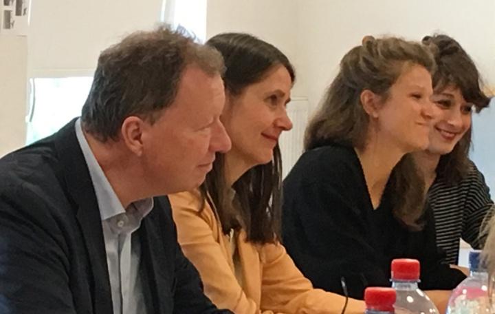 Uni-Rektor Prof. Wolfram Ressel, Prof. Sybil Kohl, Leiterin des Instituts für Darstellen und Gestalten und die beiden Architektinnen Tine Teiml und Meike Hammer (v.l.n.r.). (c)