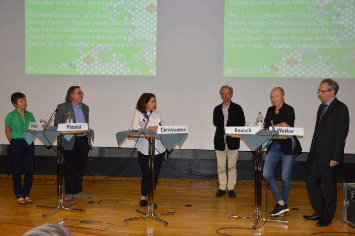 Podiumsgespräch mit Vertretern der Stadt und vom Land Baden-Württemberg. (c) Roeder