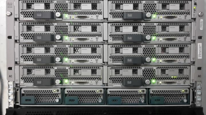 """Die """"Exchange 2016""""-Server werden als so genannte Virtuelle Maschinen in einer Virtualisierungsumgebung betrieben. Insgesamt wurden für das Exchange-Projekt mehr als 150 Prozessorkerne, 600 Gigabyte Hauptspeicher und 24 Terabyte (netto) Festplattenspeicher an zwei Standorten installiert. (c)"""