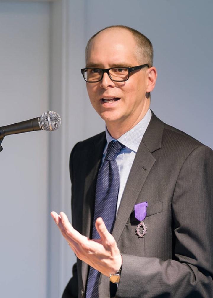 Dr. Felix Heidenreich, Wissenschaftlicher Koordinator am IZKT, erhielt eine der höchsten Auszeichnungen Frankreichs für Verdienste um das französische Bildungswesen.  (c)