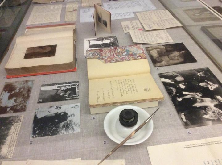 """Vitrine der Ausstellung """"Rilke in Bremen"""" (c)"""