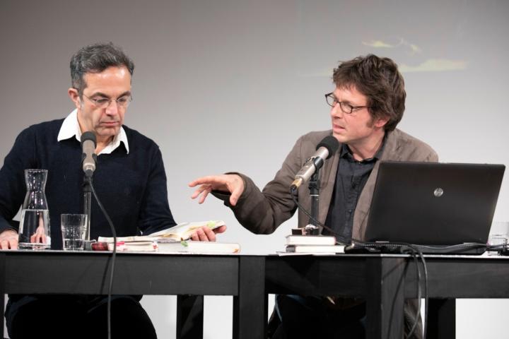 Prof. Torsten Hoffmann (r.) im Gespräch mit dem Schriftsteller Navid Kermani bei der langen Nacht der Exstase im Literaturhaus Stuttgart. (c) die arge lola, Kai Loges + Andreas Langen