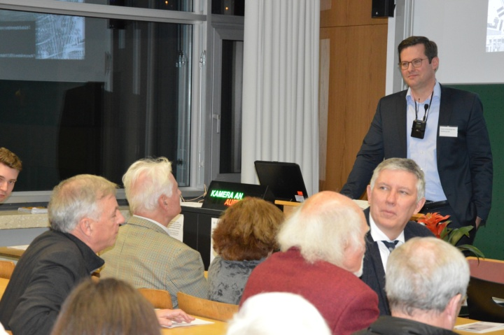 Der ehemalige Student der GNT, Dieter Landenberger, zählte auch zu den Vortragenden. Er ist heute verantwortlich für die internationale Geschichtskommunikation der Volkswagengruppe. (c) Roeder