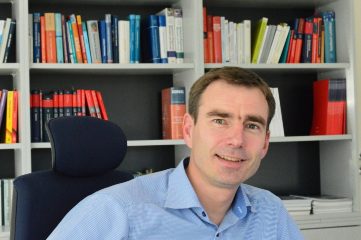 Prof. Hans-Christian Möhring ist seit dem 1. April Direktor des Instituts für Werkzeugmaschinen. (c) Roeder