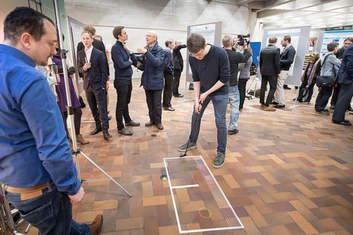 Quantenphysik zum Mitmachen: ein Minigolfspiel, das auf quantenmechanischen Effekten basiert. (c) VDI Technologiezentrum GmbH, Martin Stollberg