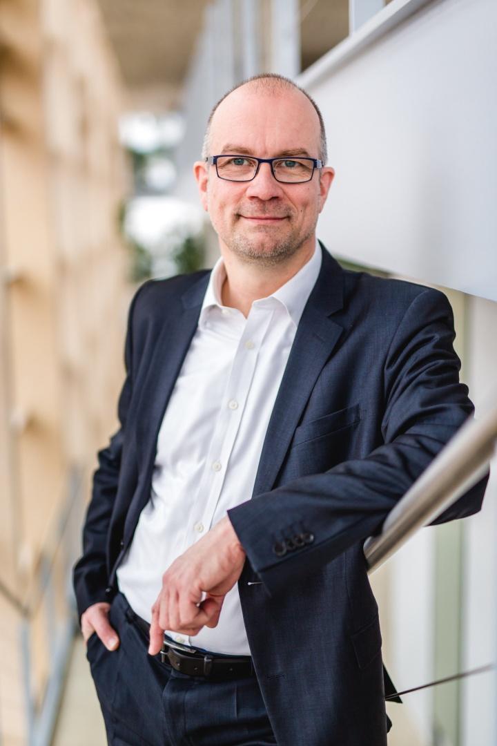 Prof. Oliver Riedel promovierte am Institut für Arbeitswissenschaft und Technologiemanagement der Universität Stuttgart. Nun ist er an die Uni zurückgekehrt. Seit November 2016 ist er Professor am Institut für Steuerungstechnik der Werkzeugmaschinen und Fertigungseinrichtungen (ISW).  (c) Ludmilla Parsyak, © Uni Stuttgart ISW