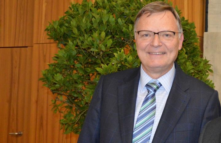 Prof. Henry Schäfer, Inhaber des Lehrstuhls Allgemeine Betriebswirtschaftslehre und Finanzwirtschaft. (c) Roeder