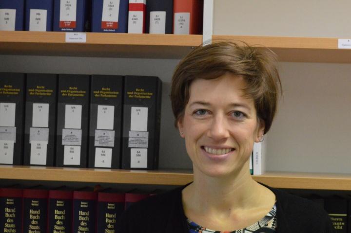 Prof. Daniela Winkler forscht und lehrt über öffentliches Recht mit starkem Fokus auf Interdisziplinarität.  (c) Roeder