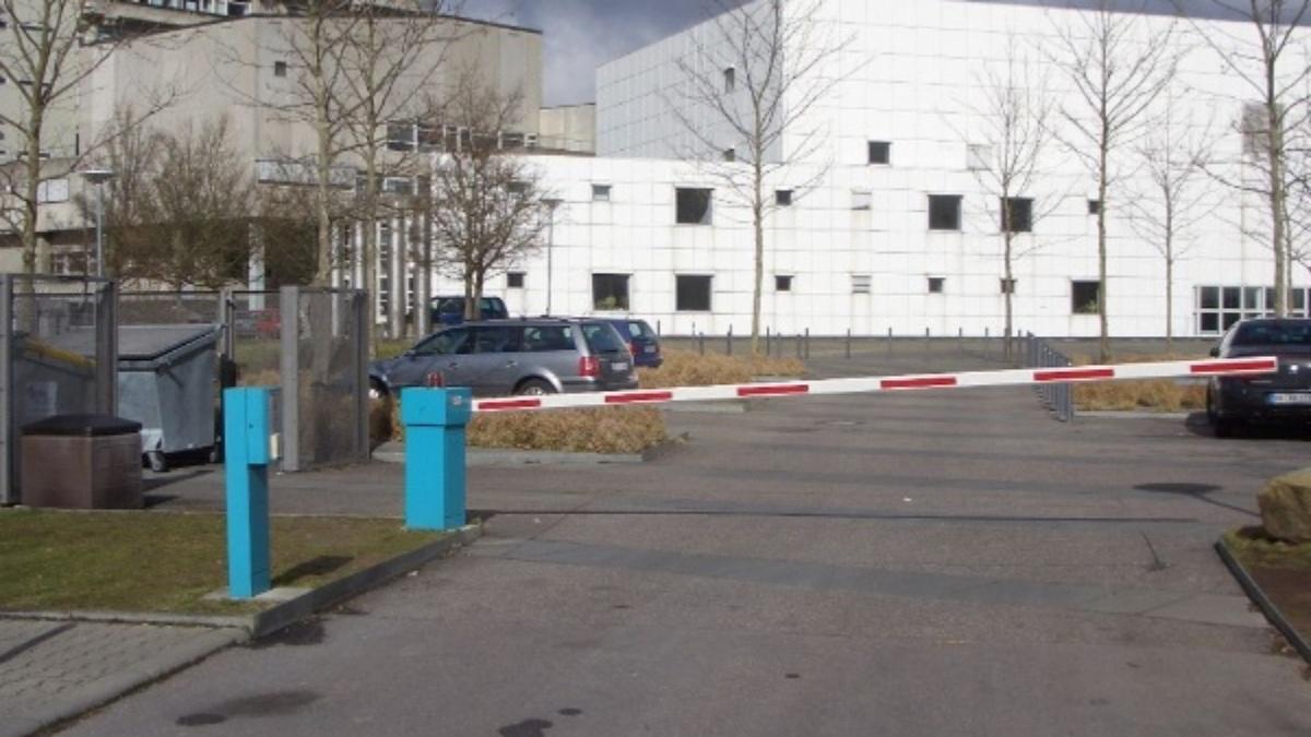 Parkplatz des Gebäudes